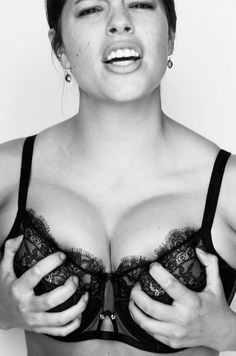e36afd43fd 12 stunning models who prove that being curvy can be beautiful Bra Lingerie