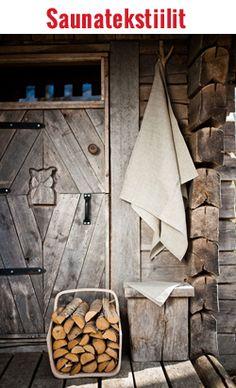 Mielenkiintoisesti paneloitu vanha saunan ovi. #sauna