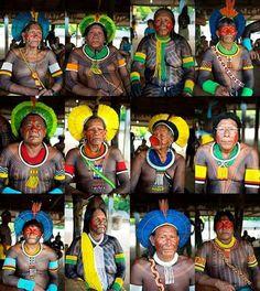 De 12 a 16 de setembro, a Associação Floresta Protegida realizou a II Feira Mebengokré de Sementes Tradicionais, na Aldeia Moikarakô, próxima ao município de São Félix do Xingu (PA). Participaram indígenas do povo Mebengokré (Kayapó) de 25 aldeias do Pará e do Mato Grosso, 48 Krahô vindos de sete aldeias do Tocantins e cerca de 50 não-indígenas convidados.  Segue retrato de grandes lideranças Kaiapó. Raoni Mektutire Akiaboro Kaiapó Tuire Kaiapó