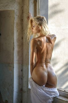 Fit nude girl