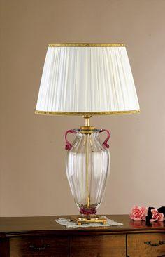 Lampe de table artisanale avec un pied en verre de Murano.