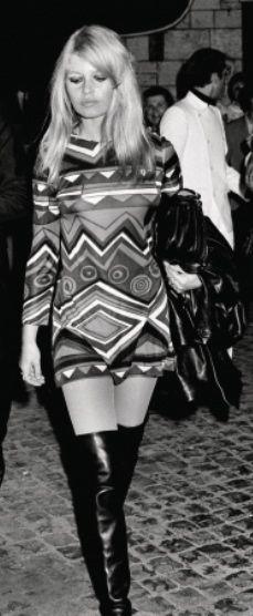 Brigitte Bardot : mini dress & black leather over the knee boots
