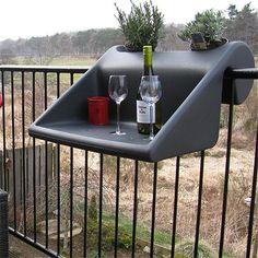 Zie dit prachtige product van Rephorm! Voor BalkonInventaris gaan we kijken of het eventueel mogelijk is deze mooie kunststof balkontafel in het assortiment op te nemen. Wordt vervolgd!