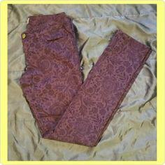Aeropostale floral print skinny jeans -ultra skinny, 3/4 regular  -98% cotton, 2% spandex -purple floral print -excellent condition Aeropostale Jeans Skinny