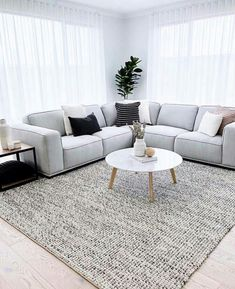 Living room goals via – this sofa by is just divine … Living room goals via – this sofa by is just divine 🖤 Source Living Room Decor Cozy, Living Room Goals, Home Living Room, Apartment Living, Interior Design Living Room, Living Room Designs, Room Ideias, Living Room Inspiration, Home Remodeling