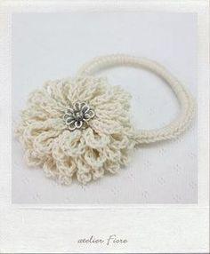 白い花のヘアゴムの作り方|編み物|編み物・手芸・ソーイング|作品カテゴリ|アトリエ