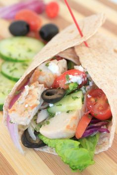 Greek Turkey Wrap Submitted by: melb Wrap Recipes, Easy Dinner Recipes, Beef Recipes, Healthy Eating Recipes, Healthy Chicken, International Recipes, Good Food, Lunch, Cooking