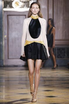 Sophie Theallet Fall 2016 Ready-to-Wear Collection Photos - Vogue Fall Fashion Week, Fashion 101, High Fashion, Fashion Show, Autumn Fashion, Fashion Design, Womens Fashion, Resort Casual Wear, Sophie Theallet