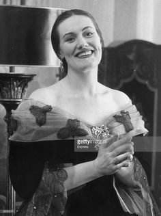 Portrait of Australian opera singer Joan Sutherland, in an ornate. Coloratura Soprano, Joan Sutherland, Maria Callas, Opera Singers, Historical Clothing, Still Image, Classical Music, Music Artists, The Past