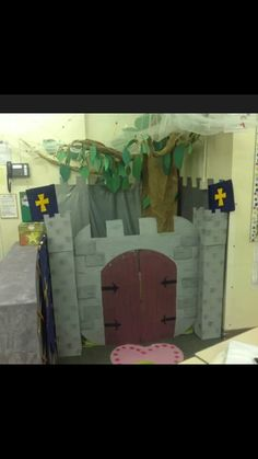 Role play area - Knights and Castles School Displays, Classroom Displays, Castles Ks1, Knights And Castles Topic, Castle Classroom, Book Area, Castle Project, Reception Class, Role Play Areas