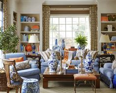 Living room decor ideas - Chinoiserie Chic: blue and white Chinese porcelain Café Design, Design Blog, Design Ideas, Design Trends, Blue Rooms, White Rooms, Blue And Orange Living Room, Living Room Designs, Living Room Decor