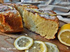 La torta ricotta e limone frullato è un dolce particolarmente semplice da fare, molto morbido e dal profumo intenso di limone