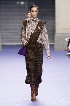 Autumn- höst 2017 | ELLE Trender. Rutigt, Checker!   It is so right with checkered! A classic two-row spikes up the outer garment. So nice on oversized jackets and long coats.