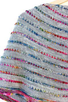 Colorful but Simple Shawl Knitting Pattern von casapinka auf Etsy Manta Crochet, Knit Crochet, Christmas Knitting Patterns, Crochet Patterns, Loop De Loom, I Cord, Universal Yarn, Arm Knitting, Knitting Scarves