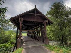 Drevený krytý most v Štefanskej Hute Holiday Destinations, Cabin, House Styles, Plants, Target, Home Decor, Author, Decoration Home, Room Decor