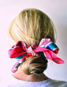 Super schick und so einfach l Haartuch lässig l DIY Frisur l Easy Quick Hairdo to Save Time in the Morning Summer Hairstyles, Up Hairstyles, Pretty Hairstyles, Hairstyles With Scarves, Hairstyle Ideas, Scarf Hairstyles Short, Summer Hairdos, Cabelo Inspo, Good Hair Day
