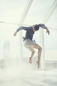 Elegant Dance Photography by Gartzen Photo – Fubiz Media