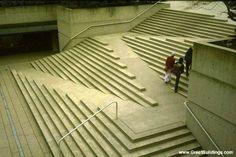 Rampe pour handicapés intégrée à l'escalier