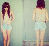 Not crazy about the color of the shorts, I prefer dark denim. But the overall style of this I looove!
