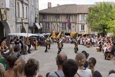Monflanquin: Bastidedorp op de grens van de Périgord Pyrenees, Street View, Vans, Van