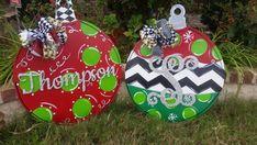 Diy Christmas Tree Topper, Christmas Yard Art, Christmas Yard Decorations, Christmas Signs Wood, Christmas Lanterns, Easy Christmas Crafts, Christmas Balls, Simple Christmas, Christmas Ornaments