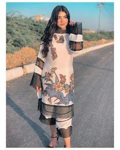 Girl Photo Poses, Girl Photos, Stylish Girls Photos, Pakistani Actress, Pakistani Dresses, Kimono Top, Cold Shoulder Dress, Glamour, Actresses