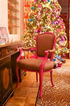 This is what my christmas tree will look like when I have my own home, pink n' girly
