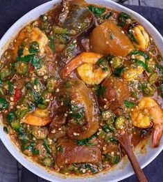 Nigerian okro soup Looking to make a Nigerian soup? Get started with our Nigerian okro soup step-by-step recipe. So easy to prepare and extremely delicious, rich in nutrients and its inexpensive! Okro soup is one of the easiest Nigerian soup recipes. Soup Recipes, Cooking Recipes, Healthy Recipes, Okra Soup Recipe, Recipes Dinner, Nigerian Soup Recipe, Nigerian Food Recipes, Nigeria Food, Ghana Food