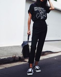 Street style | Led Zeppelin t-shirt, high waist trousers, sneakers and a handbag