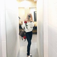 Roses 🌹 Casual Hijab Outfit, Ootd Hijab, Girl Hijab, Hijab Dress, Muslim Girls, Muslim Women, Fall Outfits, Cute Outfits, Fashion Outfits