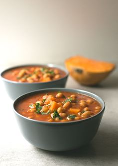 Spanish pumpkin and chickpea stew recipe - You need to give this Spanish pumpkin and chickpea stew a try! It's so comforting, satisfying and easy to make. Veggie Recipes, Lunch Recipes, Vegetarian Recipes, Healthy Recipes, Dinner Recipes, Calabaza Recipe, Chickpea Stew, Vegan Soups, Vegan Dinners