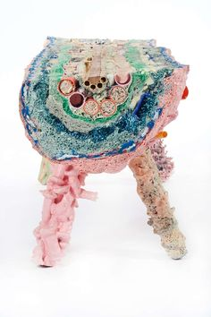Pig Bench = a bench of interesting depth Weird Furniture, Furniture Design, Scrapbook Sketches, Designer Toys, Installation Art, Art Inspo, Fiber Art, Design Trends, Contemporary Art
