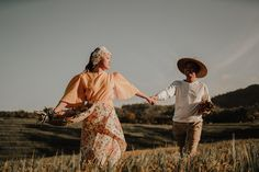 This Couple's Engagement Shoot Depicts the Simple Filipino Life and We Love It! Country Engagement Pictures, Engagement Photo Poses, Engagement Photo Inspiration, Fall Engagement, Engagement Shoots, Engagement Photography, Wedding Pictures, Filipiniana Wedding Theme, Pre Wedding Photoshoot