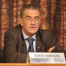 Serge Haroche, né le 11 septembre 1944 à Casablanca, est un physicien français travaillant dans le domaine de la physique quantique. Le 2 juin 2009, il reçoit la médaille d'or du CNRS. Le 9 octobre 2012, il est colauréat du prix Nobel de physique avec l'Américain David Wineland.
