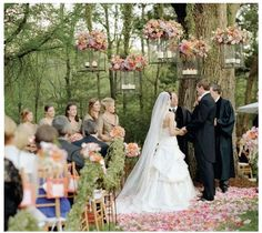 love the garland and hanging lanterns