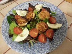 SALADE DE JEUNES POUSSES ET CHEVRE CHAUD Cobb Salad, Food, Tomatoes, Recipes, Kitchens, Meal, Eten, Meals