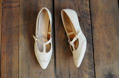 1960s Shoes // Larks TStrap Mary Janes // by dethrosevintage, $72.00