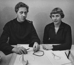 Jørgen (1921-61) and Nanna Ditzel (1923-2005). Education at Kunsthåndværkerskolen (KADK) in 1946. Together they designed furniture, jewelry and fabrics. After Jørgen Ditzels death Nanna Ditzel continued alone.