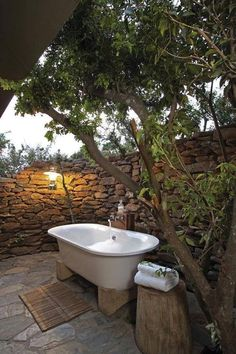 bath dream Dream On .what a gorgeous outdoor bath! I might never get out of that tub! Outdoor Bathtub, Outdoor Bathrooms, Outdoor Rooms, Outdoor Gardens, Outdoor Living, Outdoor Decor, Outdoor Showers, Rustic Outdoor, Outdoor Stone