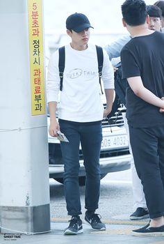 150731: EXO D.O. (Do Kyungsoo); Incheon Airport to Chengdu Airport #exok…