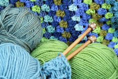 Searching for the best yarn to crochet an Afghan blanket? We've created a list of the 5 best yarns for crocheting a soft, cozy, and beautiful blanket. Modern Crochet Blanket, Crochet Blanket Patterns, Blanket Yarn, Afghan Blanket, Bamboo Knitting Needles, Ombre Yarn, Jumbo Yarn, Knitted Afghans, Crochet Blankets