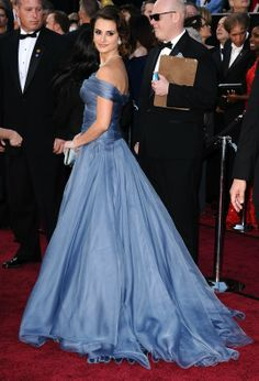 Penelope Cruz hit the red carpet at the 84th Annual Academy Awards, February 2012, wearing an elegant off-the-shoulder periwinkle Armani ball gown.