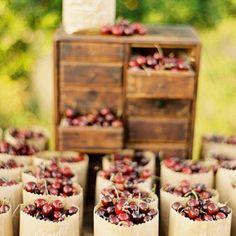 Ultime tendenze in tema di matrimoni: lo #streetwedding <3 #candy #cakes #dolci #italia #wedding #weddingday #weddingideas #favours #ideenozze #pinterest #rustic #rusticchic #campania #capri #sorrento #amalfi #positano #matrimonio #nozze #weddingdesign #voilà #picoftheday #firstpost #weddingbag #food #giardino #garden #instafood #ciliegie ---- > TUTTO L'ARTICOLO SU ---> http://ideeperlenozze.blogspot.it/2016/05/ultime-tendenze-in-tema-di-matrimoni-lo.htm
