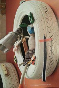 KEK Wonen - Autoband | geverfd | beplakt met auto's en ander speelgoed