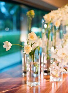 beautiful simple tulip arrangement