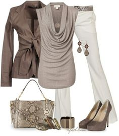 Light brown blouse, white pants, brown jacket, brown pumps, trapeze bag and belt… – Work Fashion Style Work, Mode Style, Brown Jacket, Brown Blazer, Mode Outfits, White Pants, Cream Pants, Black Pants, Looks Style