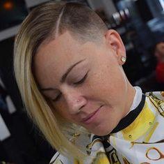 K Beauty Hair Store Refferal: 8945999443 Undercut Hairstyles Women, Undercut Women, Short Hair Undercut, Modern Hairstyles, Girl Hairstyles, Shaved Hairstyles, Blonde Haircuts, Girls Short Haircuts, Short Hairstyles For Women