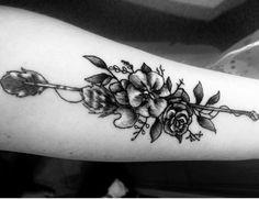 My new tattoo that i'm in love with #tattoo #tattooforgirls #tattedgirls #armtattoo #flowers #arrow #beautiful