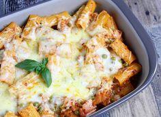 Bei unserem Lieblings – Italiener hatten wir uns oft Rigatoni al forno schmecken lassen. Seitdem wir dieses Rezept haben, können wir diese köstliche Pasta Spezialität auch zu Hause genießen. …