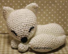 White fox- free pattern in Russian Gato Crochet, Crochet Fox, Crochet Animals, Free Crochet, Amigurumi Toys, Amigurumi Patterns, Fox Pattern, Bitty Baby, Easy Crochet Patterns